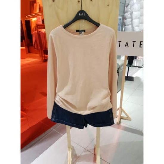 테이트 TATE (KA9S1-WKL020) 여성 슬럽 사선 스티치 보트넥 티셔